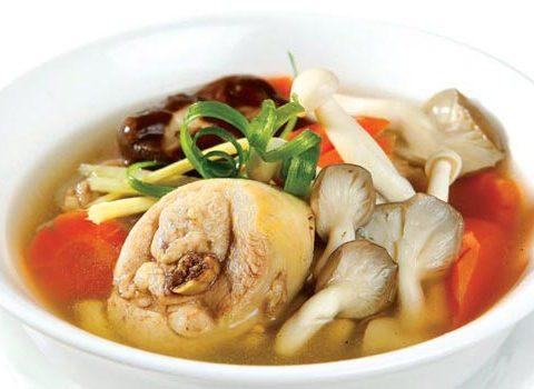 Hướng dẫn làm món canh gà nấm hương bổ sung ngay vào sổ tay nấu ăn nhé