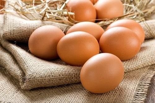 cách ăn trứng gà sống có tốt hay không