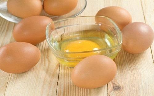 cơ thể bị giảm khả năng hấp thụ vitamin B7 khi ăn trứng gà sống