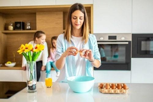 Cách ăn trứng sống có nguy cơ nhiễm vi khuẩn