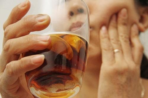 Cách trị đau nhức răng bằng lá lốt ngâm rượu