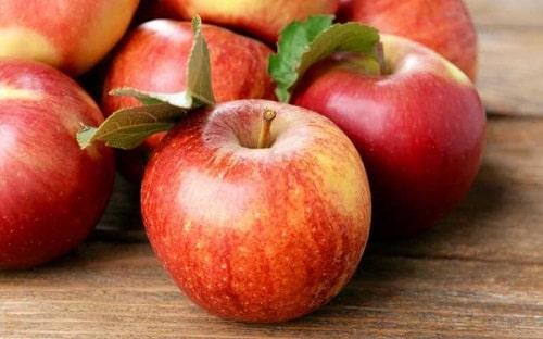Chọn mua táo không chứa hóa chất